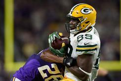 Packers' Jared Cook Found A Chicken Head In His Bucket Of Wings