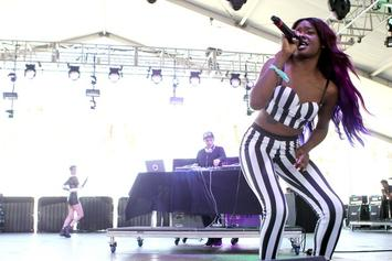 Azealia Banks Storms Off Stage After Being Hit With A Can