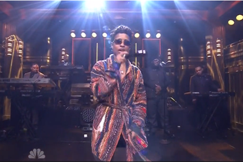 "Dej Loaf Performs ""Try Me"" Live On Jimmy Fallon"