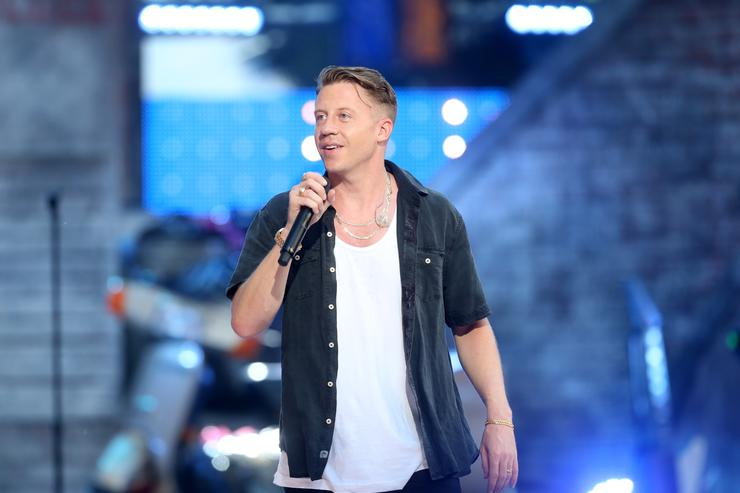 Macklemore performing at the 2015 MTV Video Music Awards