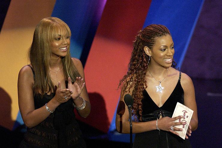 Beyonce and Solange present an award on stage during the 30th Annual American Music Awards (AMA) at the Shrine Auditorium on January 13, 2003 in Los Angeles, California.