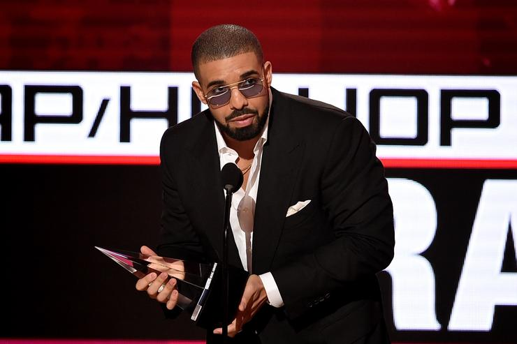 Drake accepting an award at the 2016 American Music Awards.