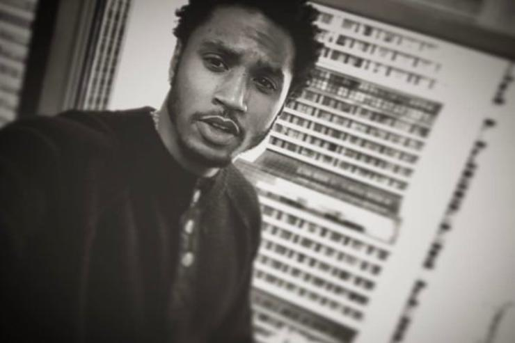 Trey Songz makes a selfie.