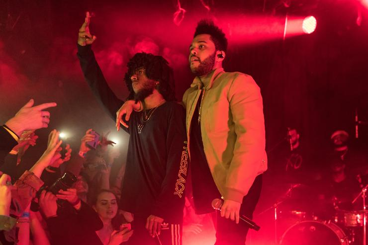 6lack (L) and The Weeknd perform onstage at The Roxy